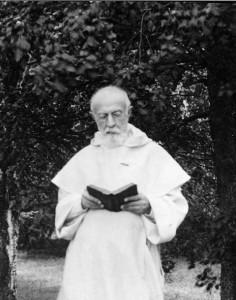 P. Lagrange avec son livre de prières