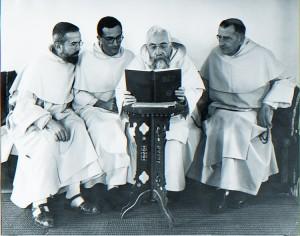 Découverte de la nouvelle Bible par les frères de Jérusalem Photo : École biblique de Jérusalem