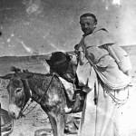 Fr. Marie-Joseph Lagrange lors d'une expédition en 1890.